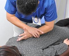 ゆめたか接骨院のメイン治療 背骨・骨盤矯正